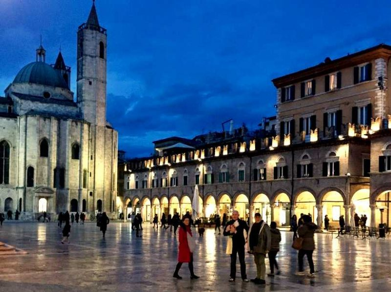 best-places-to-visit-le-marche-piazza-del-popolo