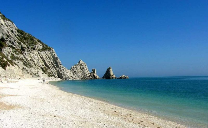 best places to visit le marche sirolo