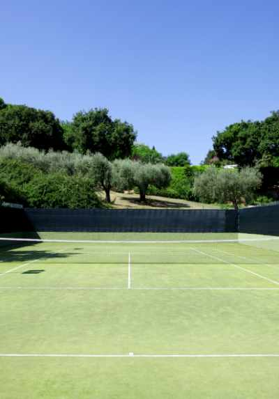 tennis court villa pool marche