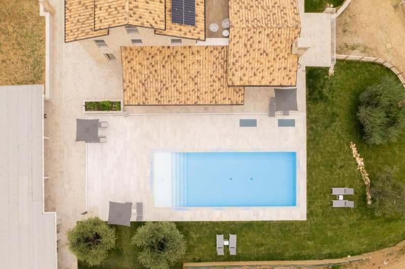 Villa with pool marche monterubbiano