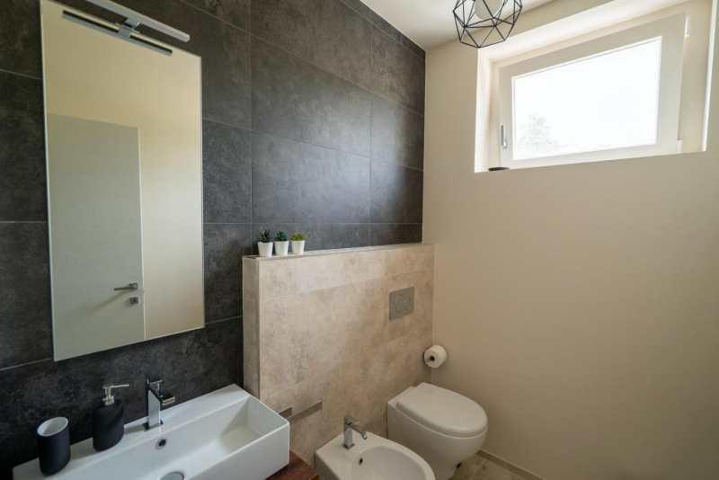 bathroom monterubbiano 2