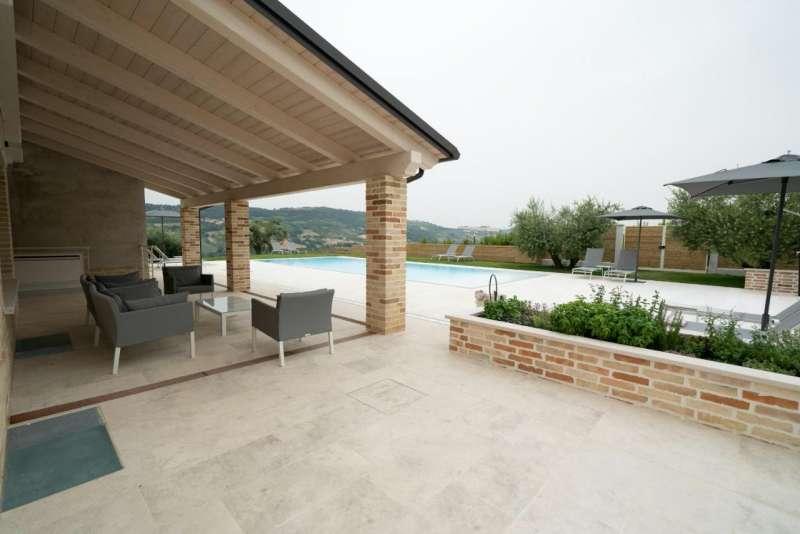 pool monterubbiano villa
